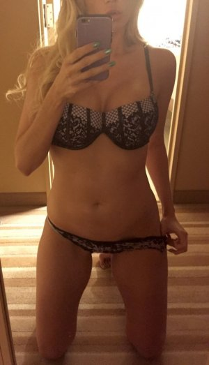 Kyllia tantra massage in Rock Island Illinois
