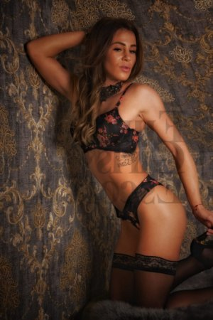 Syntia erotic massage in Port Clinton